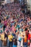 Moments instantanés de danse de foule d'Eurovision Photographie stock libre de droits