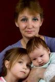 Momia con los niños Fotografía de archivo