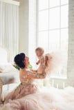 Momia con una pequeña hija Fotografía de archivo