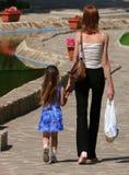 Momia e hija imagenes de archivo