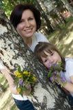 Momia feliz y su pequeña hija Fotos de archivo