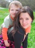 Momia y el hijo Fotos de archivo libres de regalías