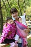 Momie avec deux enfants photos stock