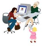Momie travaillante dans le bureau Photos stock