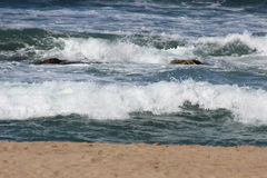 Mompelende golven stock foto's