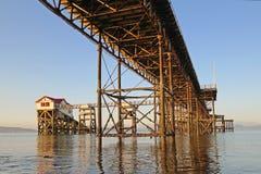 Mompelt Pijler in de Baai van Swansea stock afbeeldingen