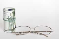 Monóculos e dinheiro Fotos de Stock