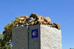 Monólito de pedra no através de la Plata perto de Castilblanco, província de Sevilha, a Andaluzia, Espanha Fotografia de Stock