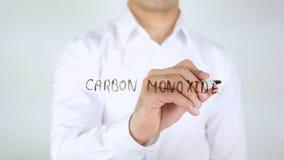 Monóxido de carbono, escritura del hombre sobre el vidrio, manuscrito imágenes de archivo libres de regalías