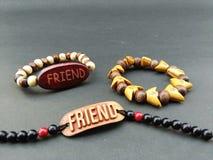Mon ami m'a donné la meilleure bande d'amitié le jour d'amitié Images libres de droits