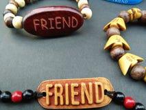 Mon ami m'a donné la meilleure bande d'amitié le jour d'amitié Photo stock
