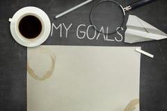 Mon concept de buts sur le tableau noir noir avec du café image stock
