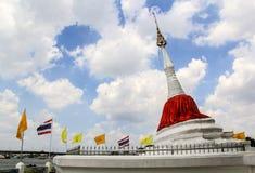 Mon projektuje pagodę Fotografia Royalty Free
