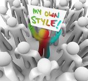 Mon propre de style de Person Holding Sign Crowd Standing ONU différent  Photo libre de droits