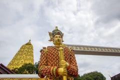 Mon stylu strażnika statua przy wejściem Puttakaya chedipagoda, Sangkhlaburi okręg, Kanchanaburi, Tajlandia Obrazy Stock