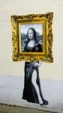 Mona Lisa aus Rahmen catman Malerei heraus lizenzfreies stockbild