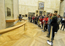 Mona Lisa en Louvre del museo Imagen de archivo