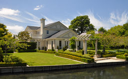 Mona-Tal - schönes Haus u. Garten, Christchurch Stockfotos