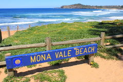 Mona Vale Beach signboard and coast Stock Photos