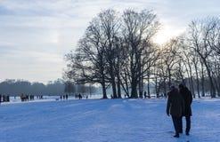 MONACHIUM †'STYCZEŃ 28: Ludzie cieszy się piękną pogodę podczas wi Obraz Stock