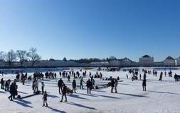 MONACHIUM †'STYCZEŃ 28: Rodziny cieszy się piękną zimy pogodę Zdjęcia Royalty Free