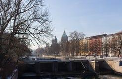MONACHIUM †'STYCZEŃ 28: Widok na centrum miasta od mosta Zdjęcie Stock