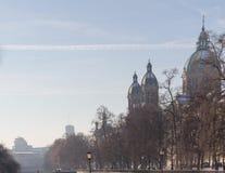 MONACHIUM †'STYCZEŃ 28: Widok na centrum miasta od mosta na ri Zdjęcie Royalty Free