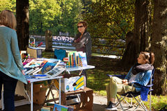 Monachium 24 09 2016 - Lisar (czyta przy Isar) książki pchli targ Fotografia Stock