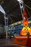 Monachium lotnisko międzynarodowe przy nocą Zdjęcia Royalty Free