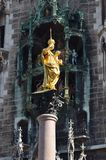 Monachium Mariensäule i Glockenspiel Obrazy Royalty Free