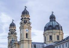 Monachium, Niemcy - Barokowy Theatine kościół St Cajetan lub Theatinerkirche zdjęcia stock