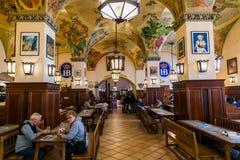 Monachium Niemcy, Czerwiec, - 14, 2018: Wnętrze sławny Hofbrauhaus pub w Monachium Obrazy Royalty Free