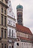 Monachium Niemcy europejczyka stylu starzy nowi budynki uliczni Fotografia Royalty Free