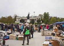 MONACHIUM Niemcy - na wolnym powietrzu gigantyczny pchli targ Riesenflohmarkt, Zdjęcie Royalty Free