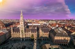 Monachium półmroku architektoniczny widok, Niemcy, Bavaria Marienplatz urząd miasta Fotografia Stock