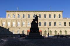 Monachium siedziba z statuą Zdjęcia Stock