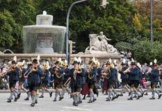 MONACHIUM, WRZESIEŃ - 22: Muzyczna brygada przy tradycyjnym kostiumem i strzelec paradą podczas Oktoberfest w Monachium, Niemcy d Obrazy Stock
