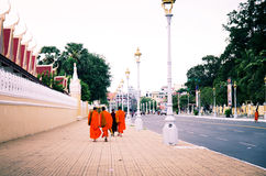 Monaci nella via Immagine Stock