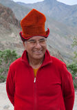 Monaco buddista anziano dell'uomo che porta il cappello Kasa, Ladakh, India del nord di Tibetian Fotografie Stock Libere da Diritti