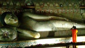 Monaco che adora Lord Buddha Immagine Stock