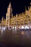 Monaco di Baviera alla notte, Marienplatz Fotografia Stock Libera da Diritti