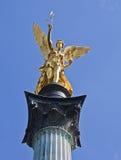 Monaco di Baviera, Germania - angelo della statua dorata di pace Fotografie Stock