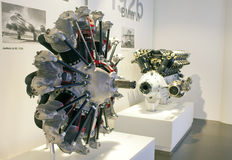 MONACO DI BAVIERA, GERMANIA - 1° GIUGNO 2012: motori delle automobili e dell'aereo all'esposizione del museo di BMW Fotografia Stock