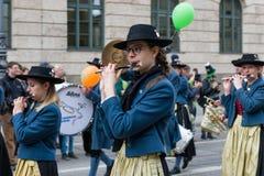 MONACO DI BAVIERA, BAVIERA, GERMANIA - 11 MARZO 2018: Chiuda su sulla donna pl Fotografia Stock Libera da Diritti