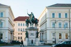 Monaco di Baviera, il 29 ottobre 2017: statua monumentale di re Ludwig la prima della Baviera Fotografia Stock Libera da Diritti