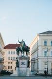 Monaco di Baviera, il 29 ottobre 2017: statua monumentale di re Ludwig la prima della Baviera Fotografie Stock
