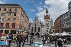 MONACO DI BAVIERA - 7 MAGGIO 2015: Monaco di Baviera, Città Vecchia Corridoio con la torre, Baviera, Germania immagini stock
