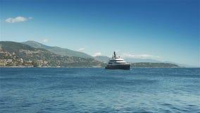 MONACO, FRANKREICH - 17. Juni 2016 Mittelmeer bei Cote d'Azur stock video