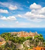 Monaco med prinsslotten driva som fiskar medelhavs- netto havstonfisk Franska riviera Arkivbilder