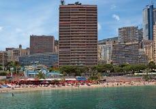 Monaco - Monte Carlo byggnader från stadsstranden Arkivbilder